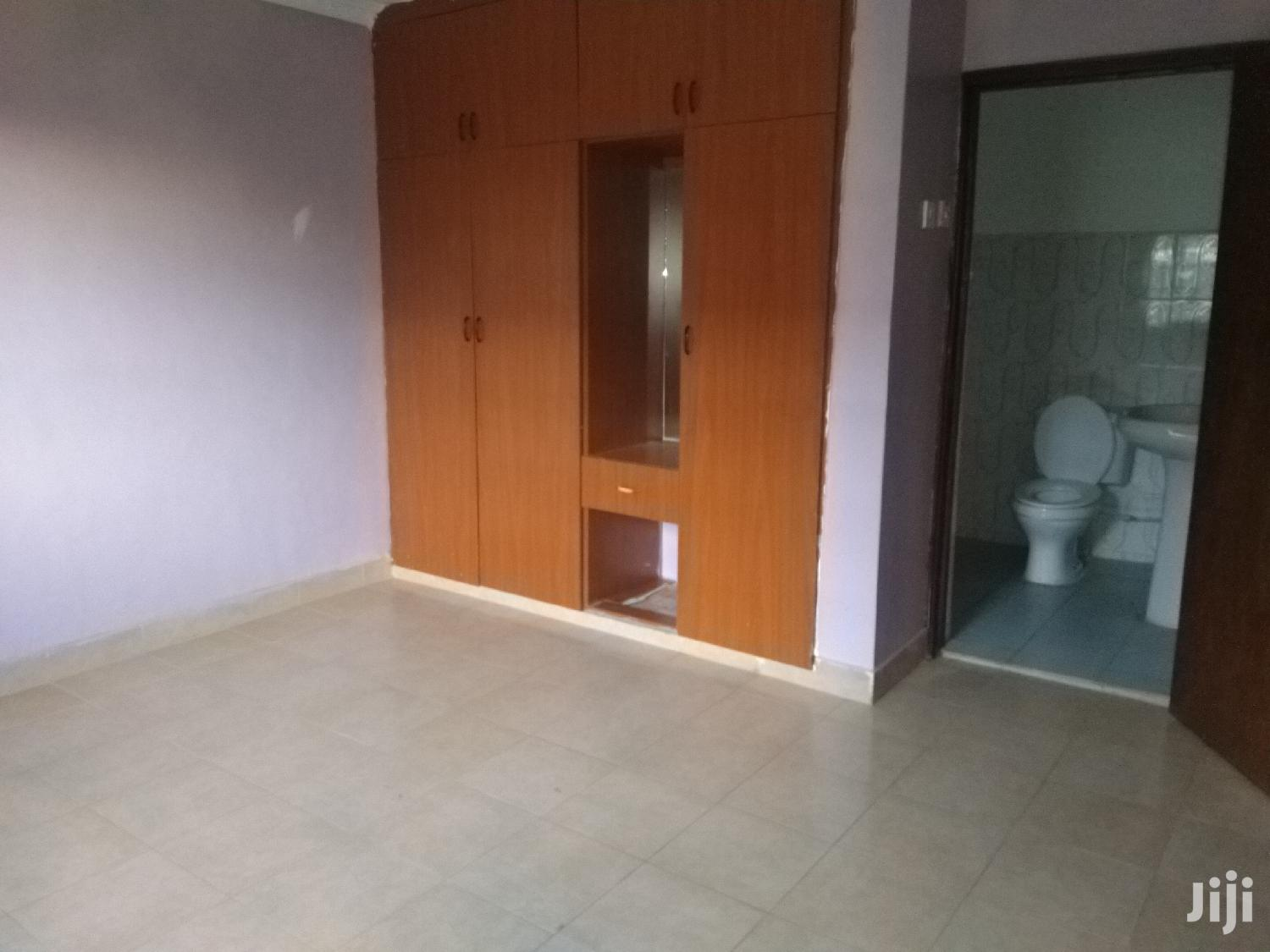 Archive: A Very Spacious 3 Bedroom Master Ensuite Bungalow Near the Tarmac.