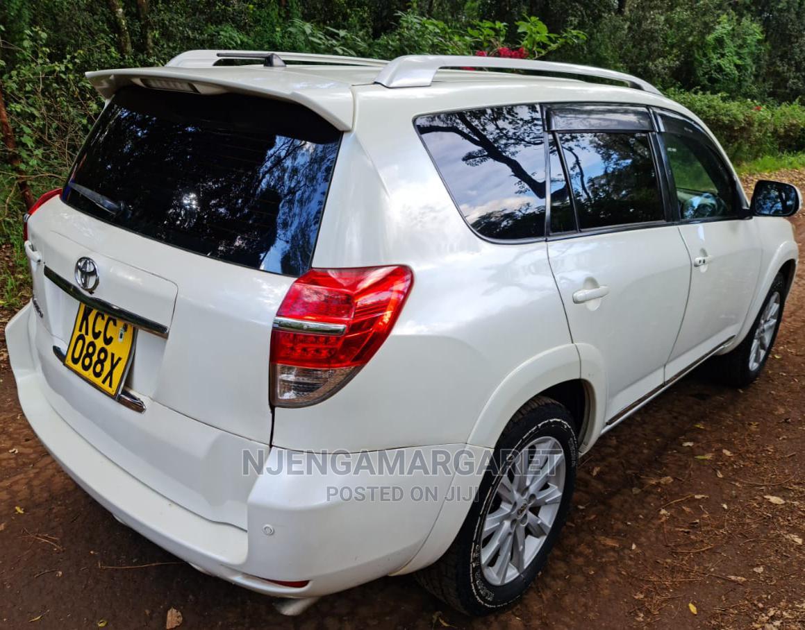 Archive: Toyota Vanguard 2010 White