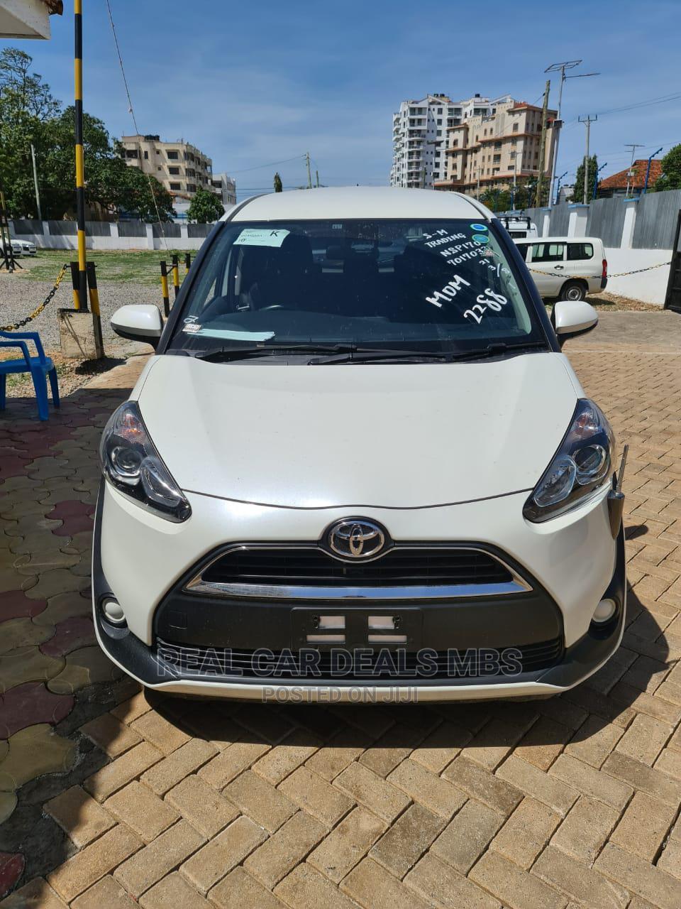 Toyota Sienta 2015 Silver
