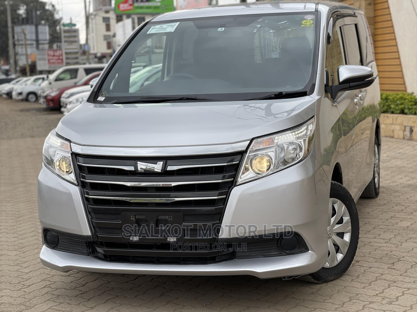 Toyota Noah 2015 Silver