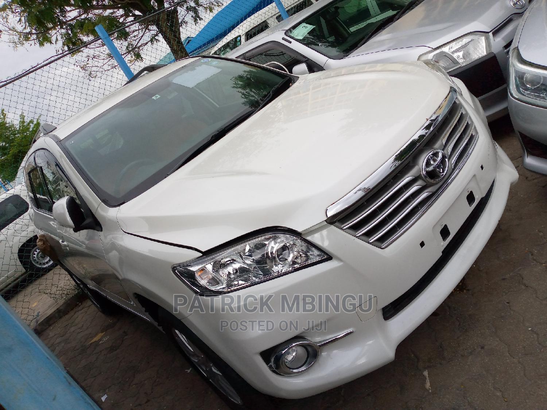 Toyota Vanguard 2014 White