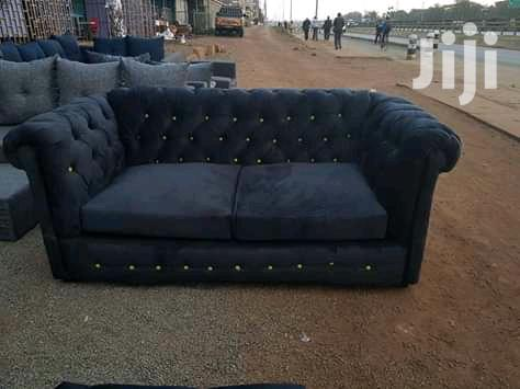 Archive: Elegant Stylish Quality 2 Seater Chesterfield Sofa