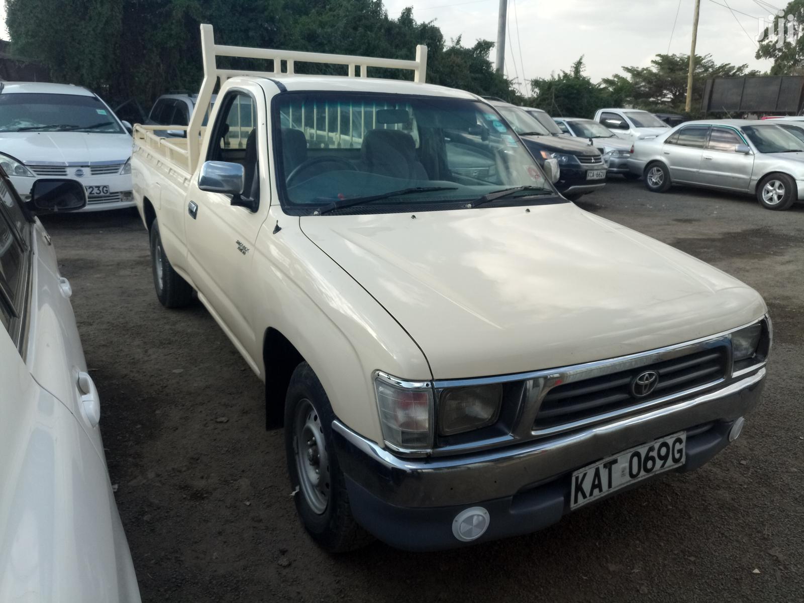 Toyota Hilux 2001 Beige | Cars for sale in Umoja II, Nairobi, Kenya