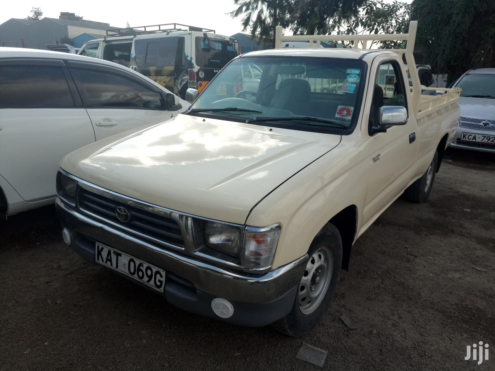 Toyota Hilux 2001 Beige