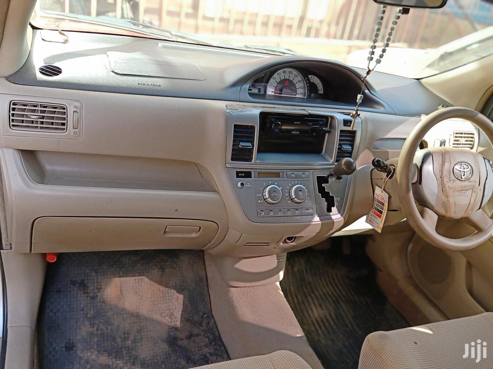 Archive: Toyota Raum 2005 Gold