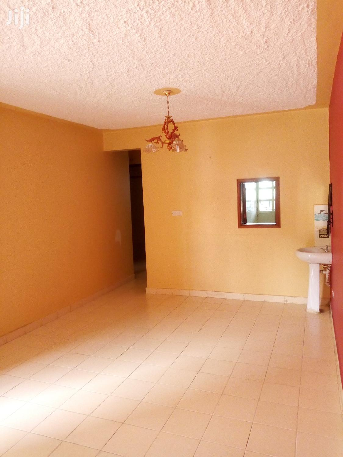 Archive: Modern 2 Bedroom Master Ensuite in Gated Community