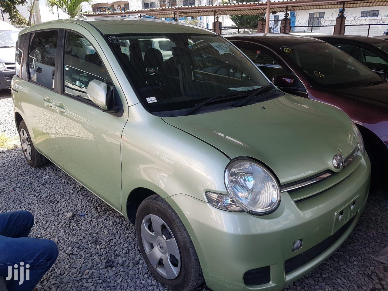 Toyota Sienta 2012 Green