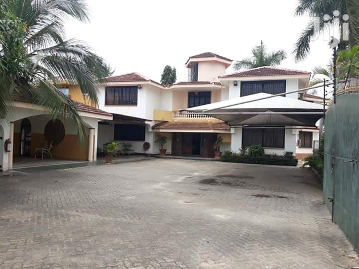 Contemporay 6 Bedroom House To Let
