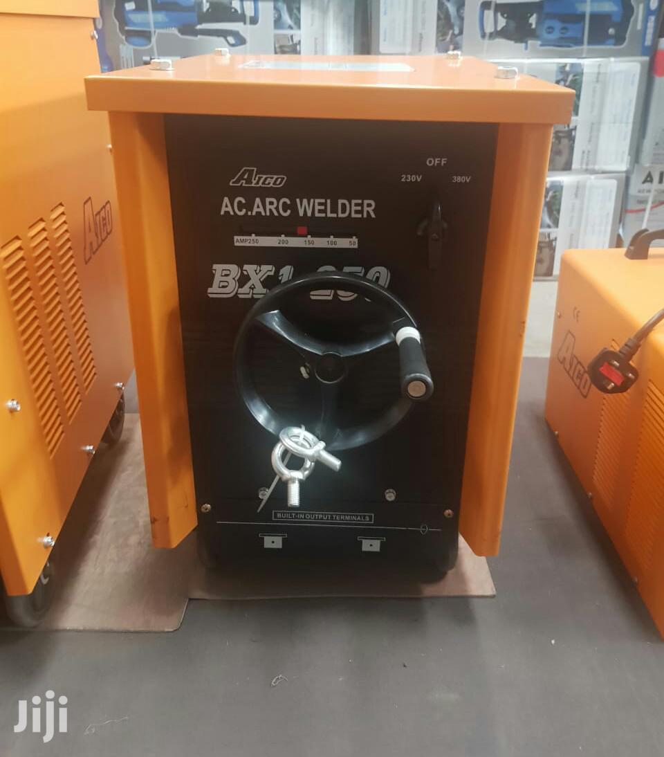Brand New Heavy Duty 250A AC Arc Welding Machine.