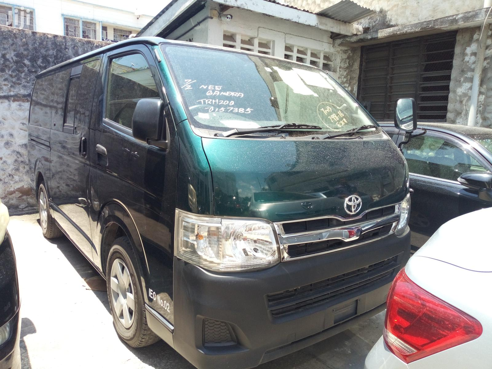 Toyota HiAce 2013 Green