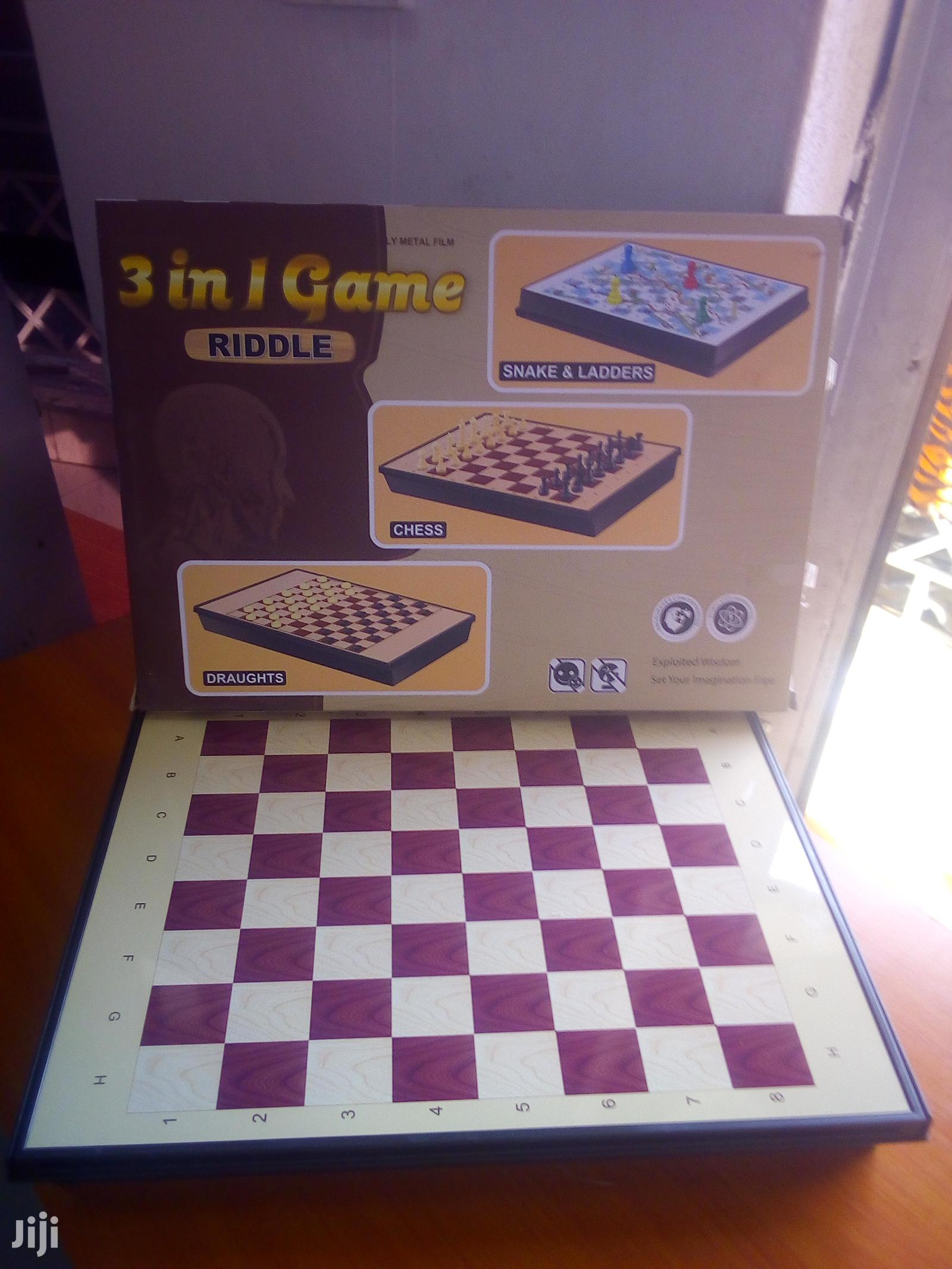 Archive: 3 In1 Game Snakes And Ladders, Chess And Draughts/Checkers