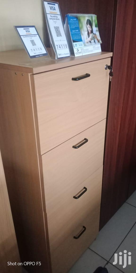 Archive: Office Wardrob