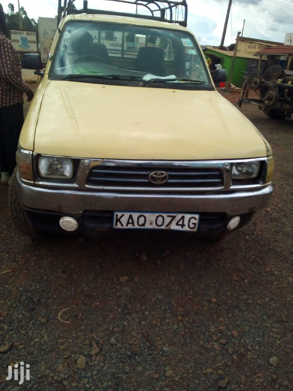 Archive: Toyota Hilux 1998 Beige