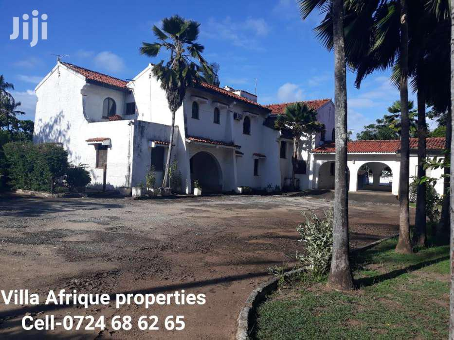 NYALI-5 BEDROOM PALATIAL HOME On A 1 ACRE PLOT With SERVANT QUARTER