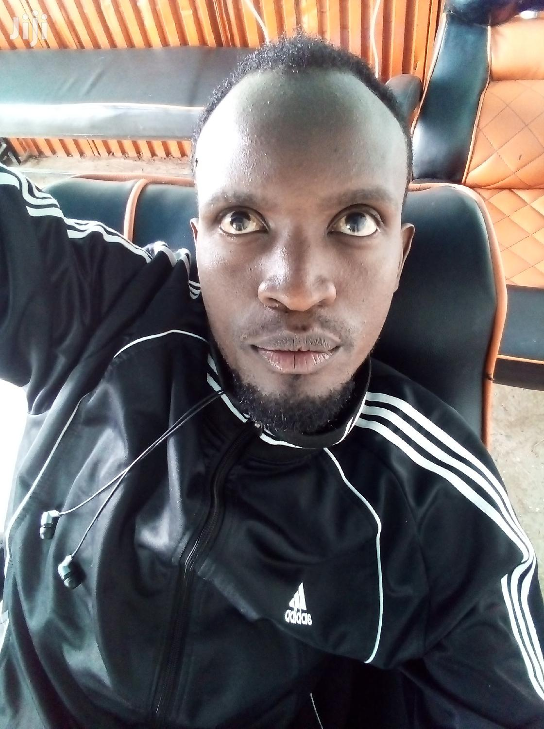 Am Victor Musyoki,Am 29 Years Old Am Married And Am Ready To Work Eny