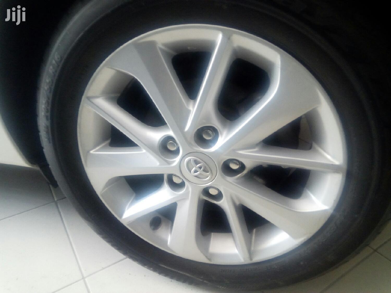 Archive: Toyota Auris 2012 White