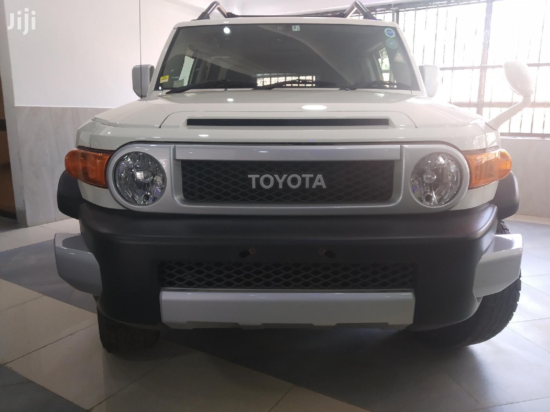 Archive: Toyota FJ Cruiser 2012 4x4 Automatic White