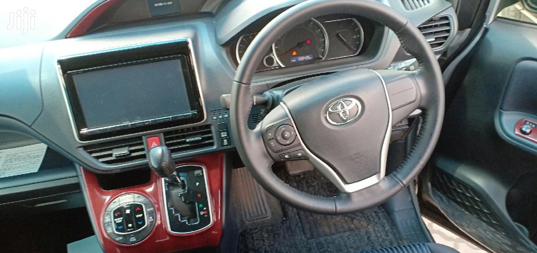 Archive: Toyota Noah 2015 Silver