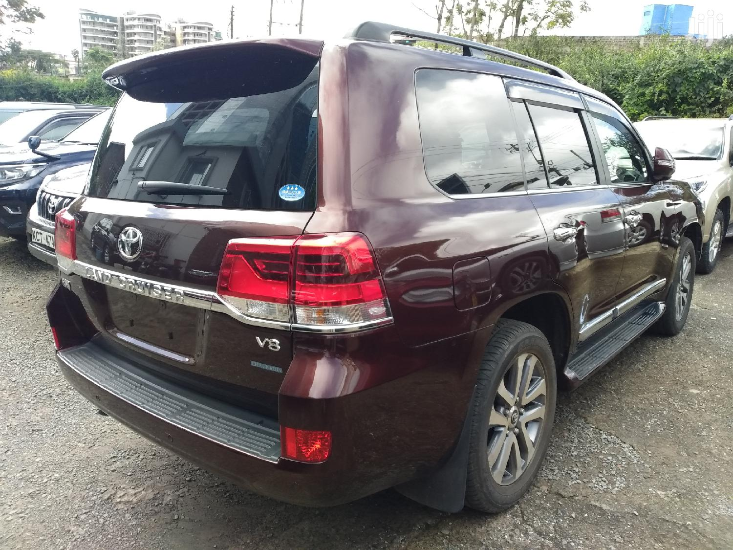 Archive: Toyota Land Cruiser 2016 Red