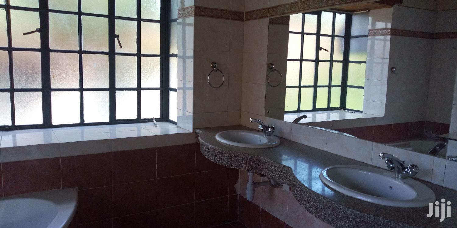 Archive: 5 Bedrooms All Ensuite