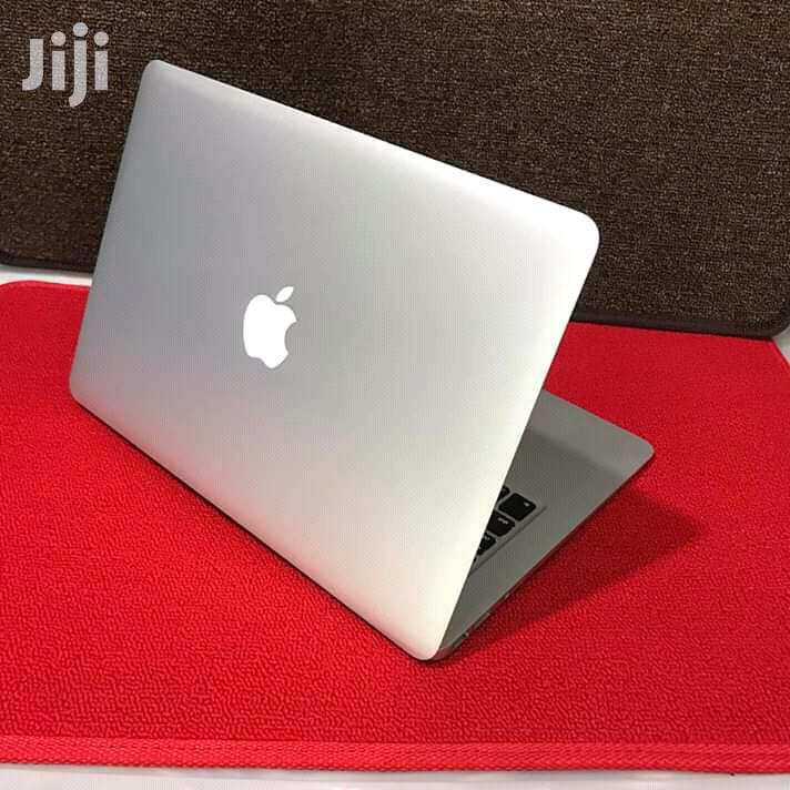 Laptop Apple MacBook Air 2GB Intel Core i5 SSD 128GB