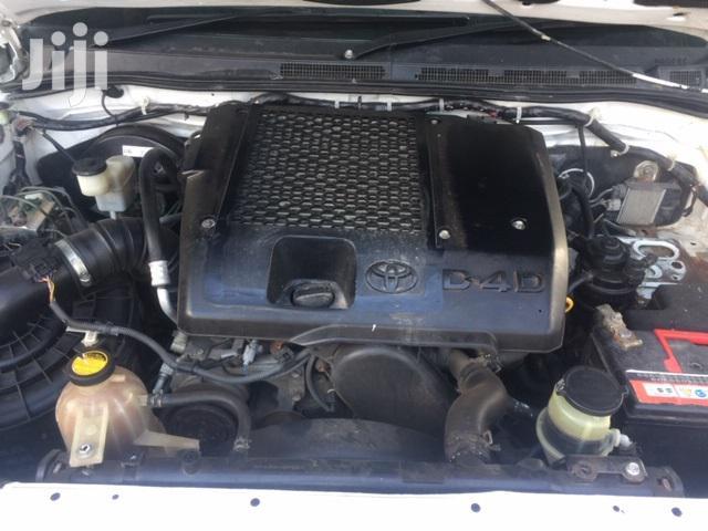 Archive: Toyota Hilux 2010 2.5 D-4D 4X4 SRX White