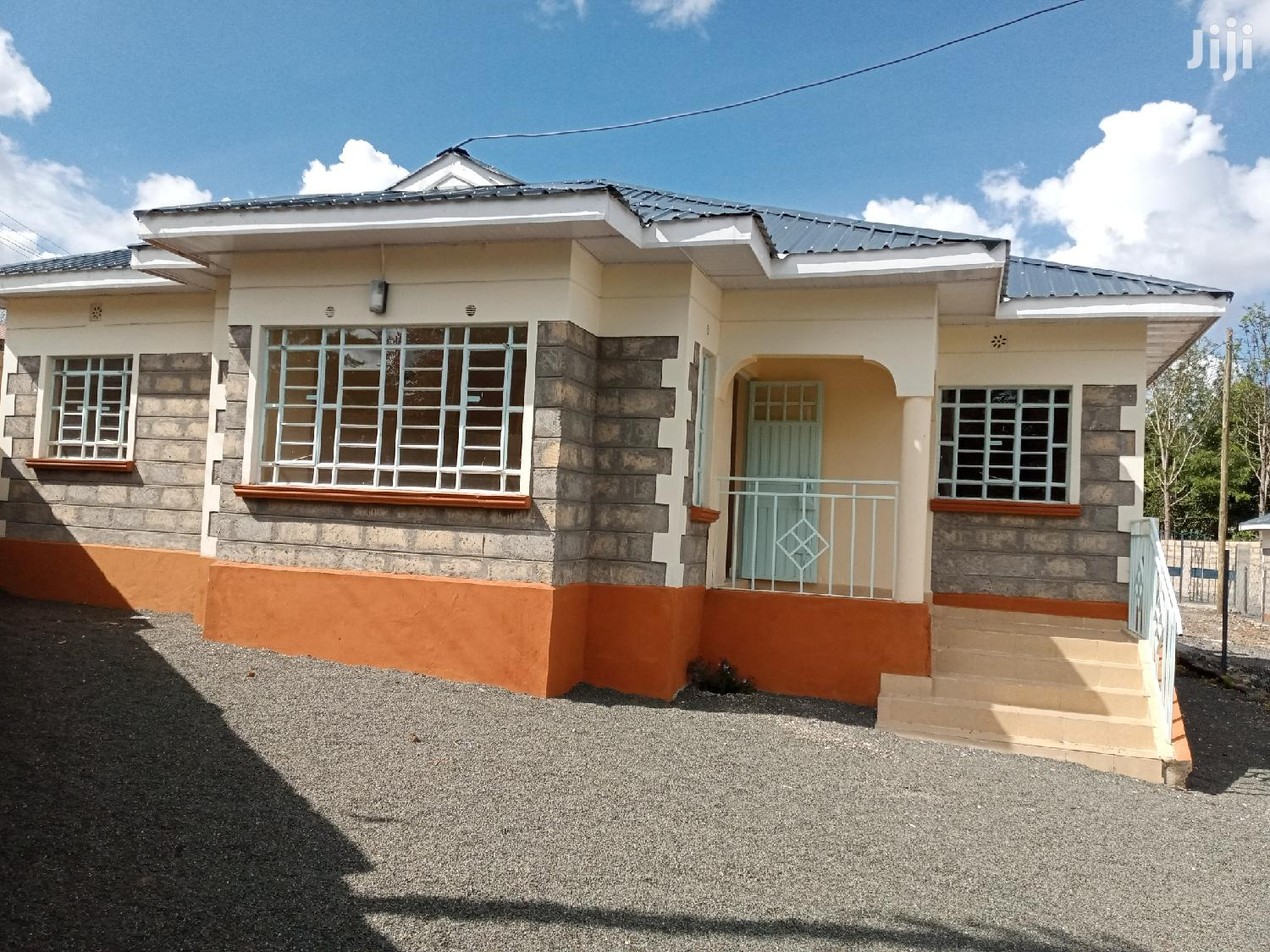 Archive: Excecutive Three Bedrooms for Rent