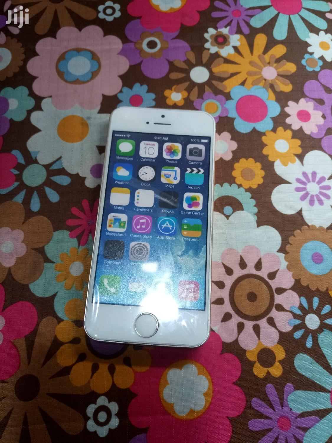 Archive: Apple iPhone 5s 16 GB Gold