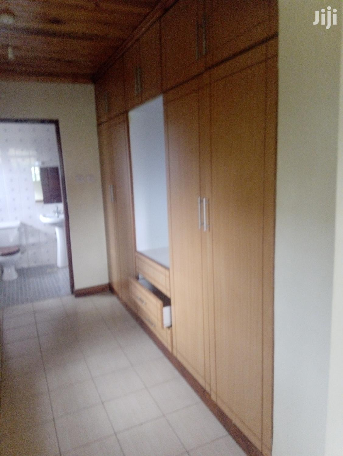 Archive: 4 Bedroom House To Let With SQ Along Kiambu Road