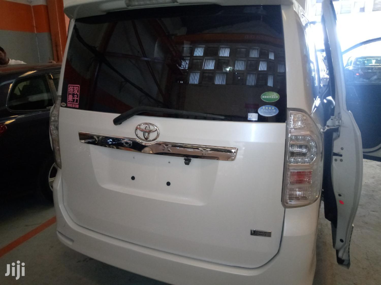 Toyota Voxy 2012 White   Buses & Microbuses for sale in Ziwa la Ngombe, Nyali, Kenya