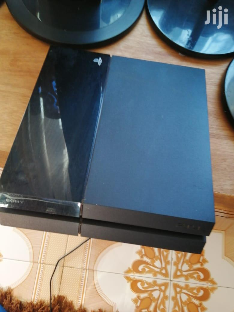 CHIPPED PS 4 CONSOLE With One Game Pad