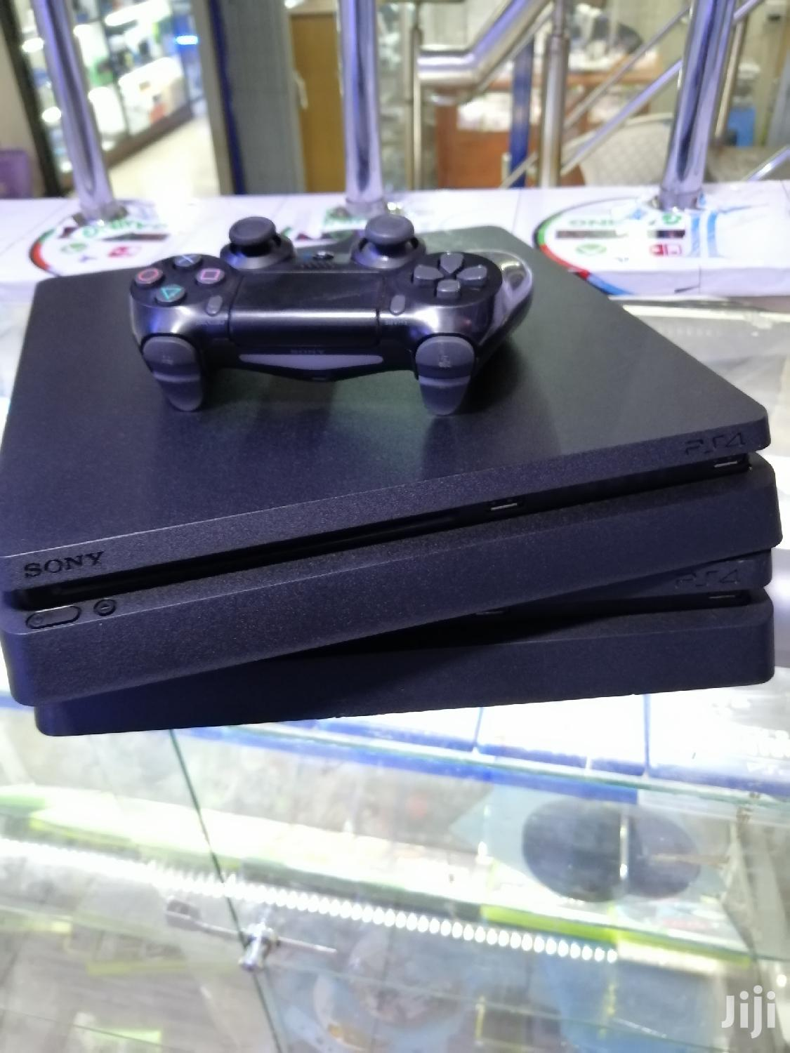 Playstation 4 Console