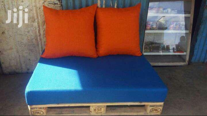 Pallet Seats/Floor Cushions/Throw Pillows/Pallets/Puffs