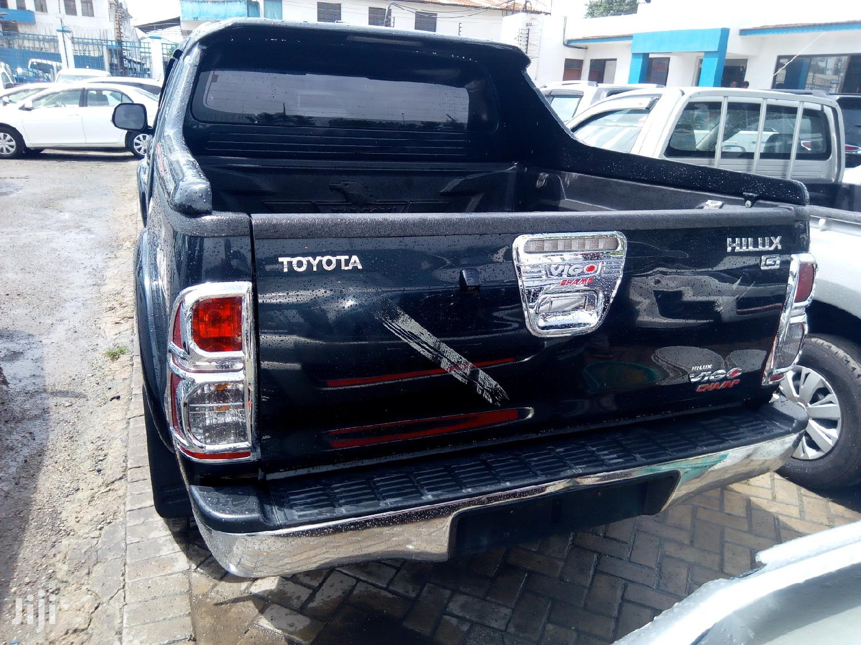 Archive: Toyota Hilux 2013 SR 4x4 Black