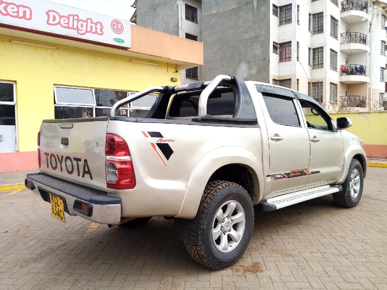 Archive: Toyota Hilux 2010 2.5 D-4D 4X4 SRX Beige