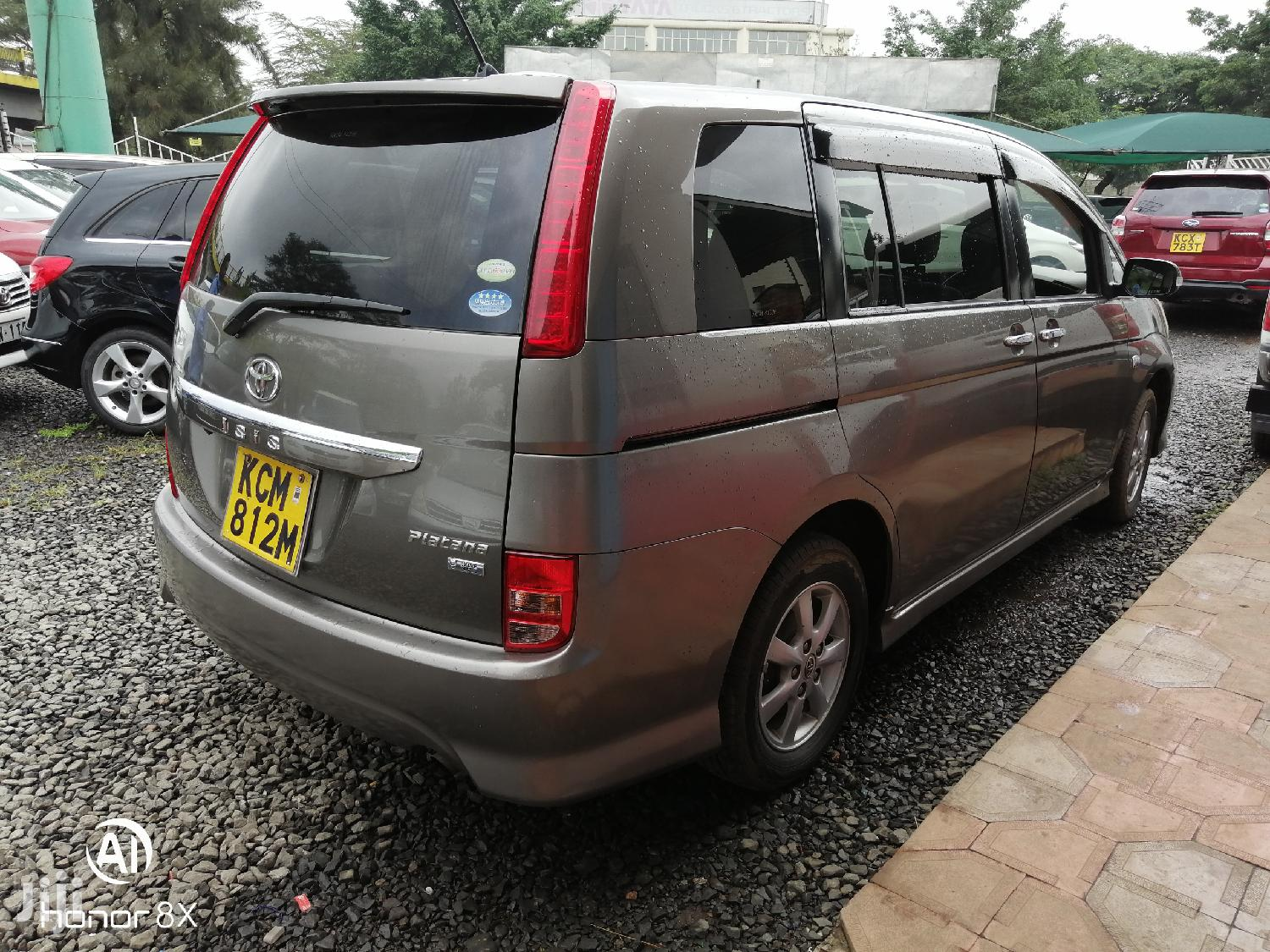 Archive: Toyota ISIS 2010 Brown
