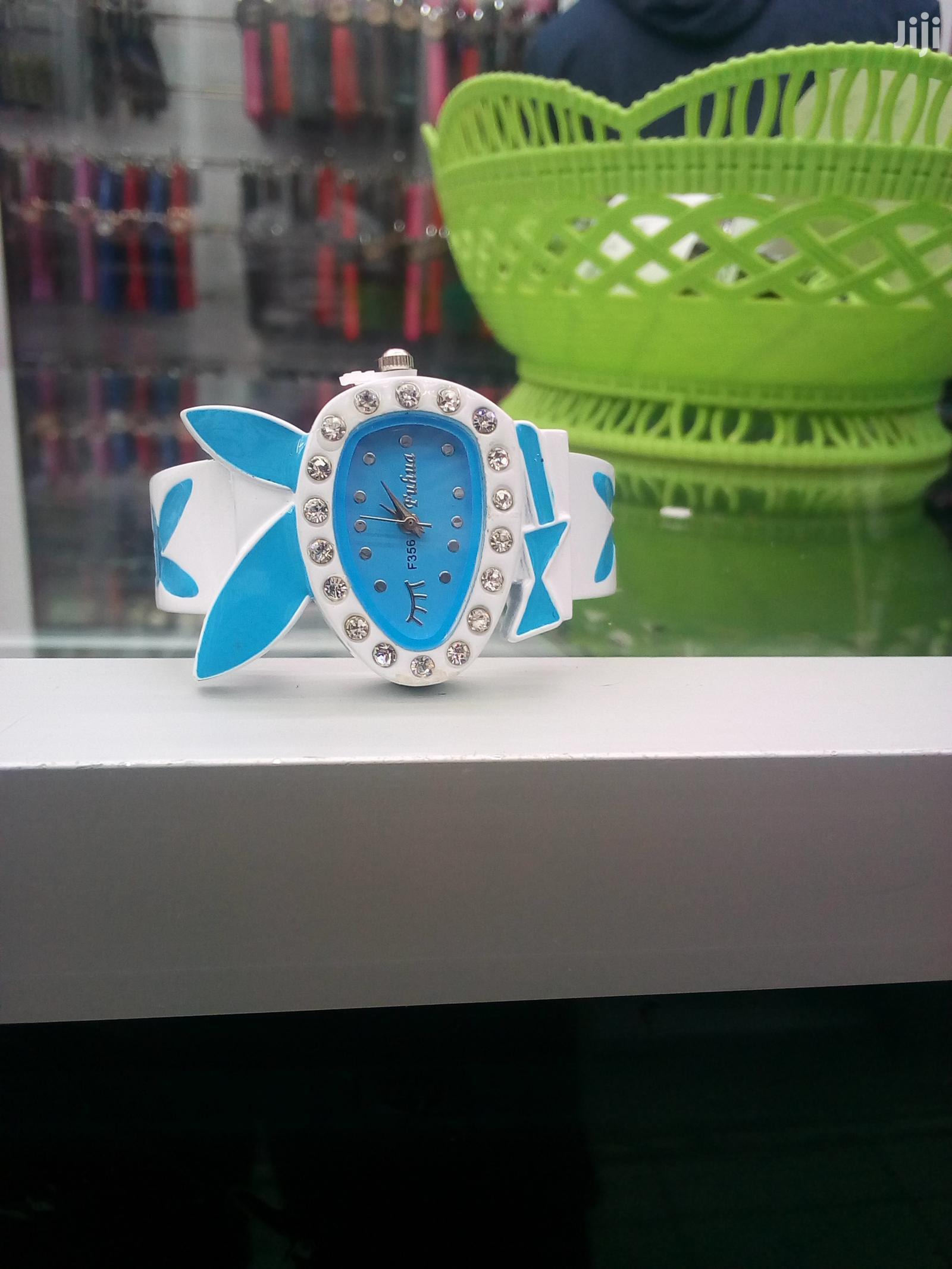Classic Design Women Metal Strap Bracelet Quartz Wrist Watch