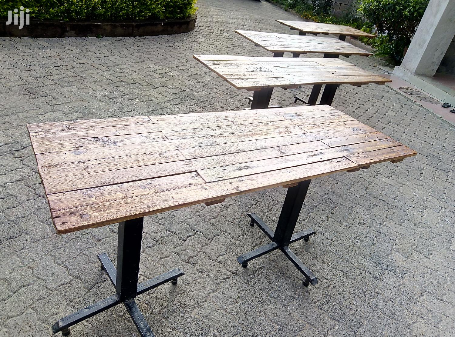 Archive: Bar Tables
