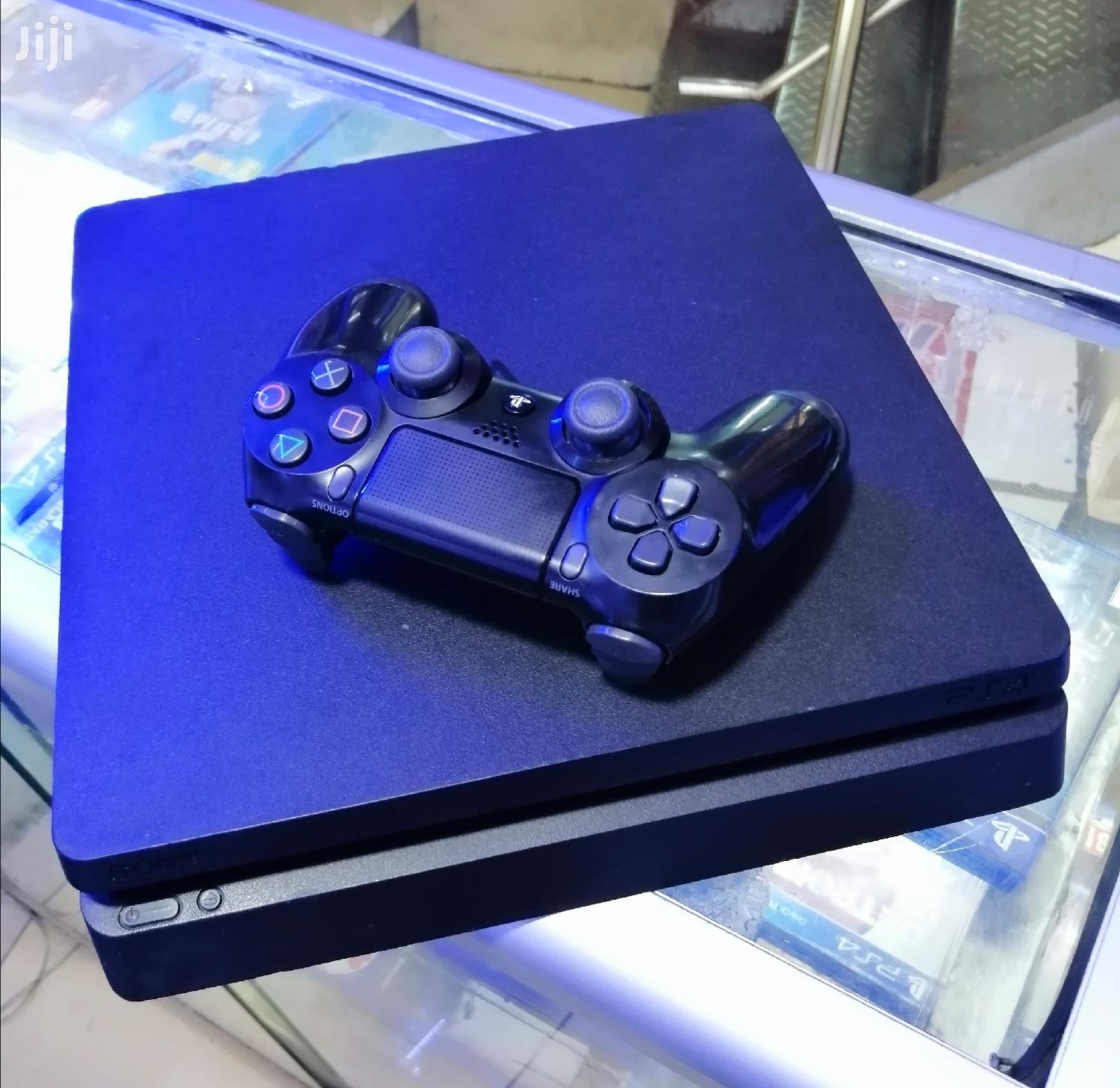 Archive: Almost New Playstation 4 Slim