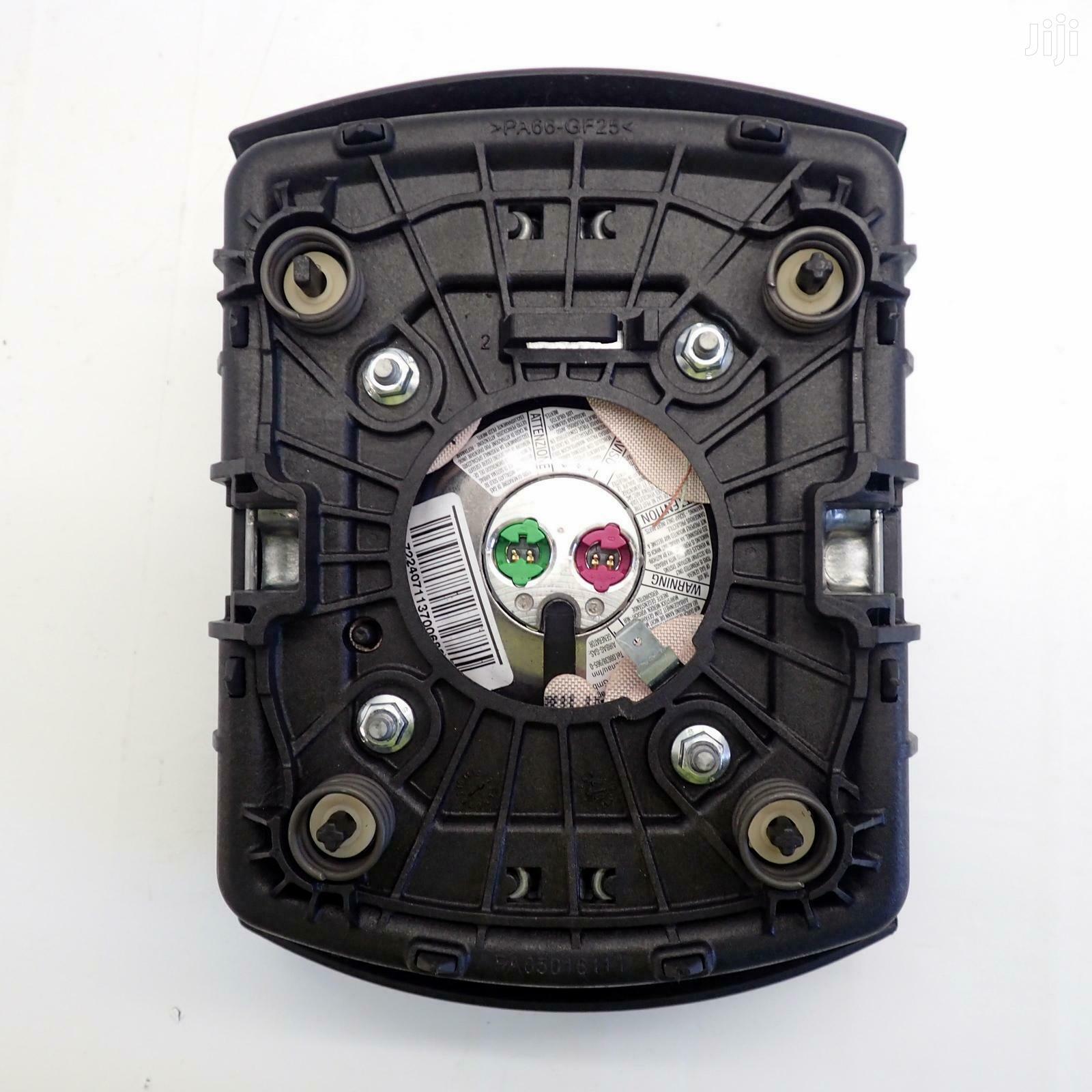 Steering Wheel Airbag Land Rover Discovery 3 2.7 TDV6 | Vehicle Parts & Accessories for sale in Ngara, Nairobi, Kenya