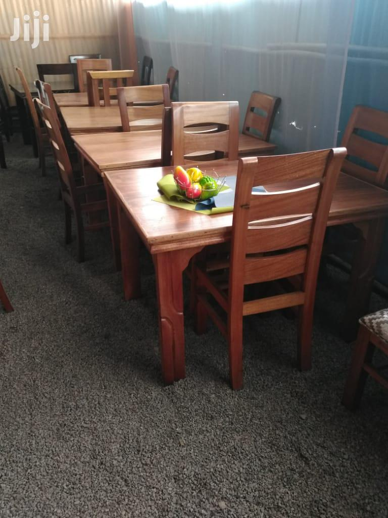 Archive: 4 Seater Dinning Set