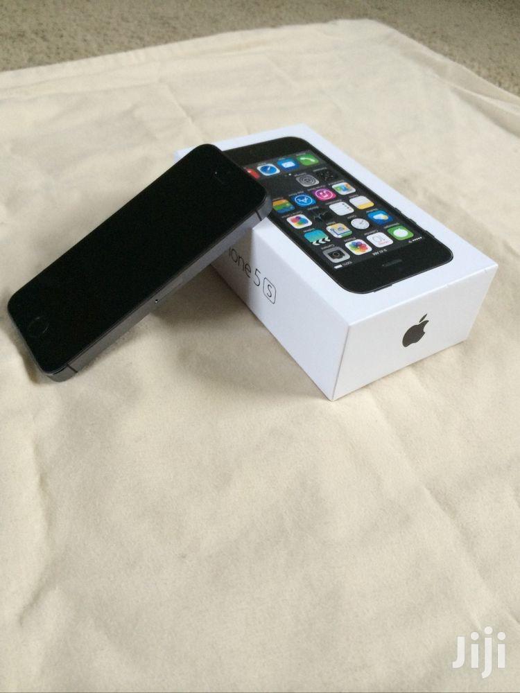 New Apple iPhone 5s 32 GB Black