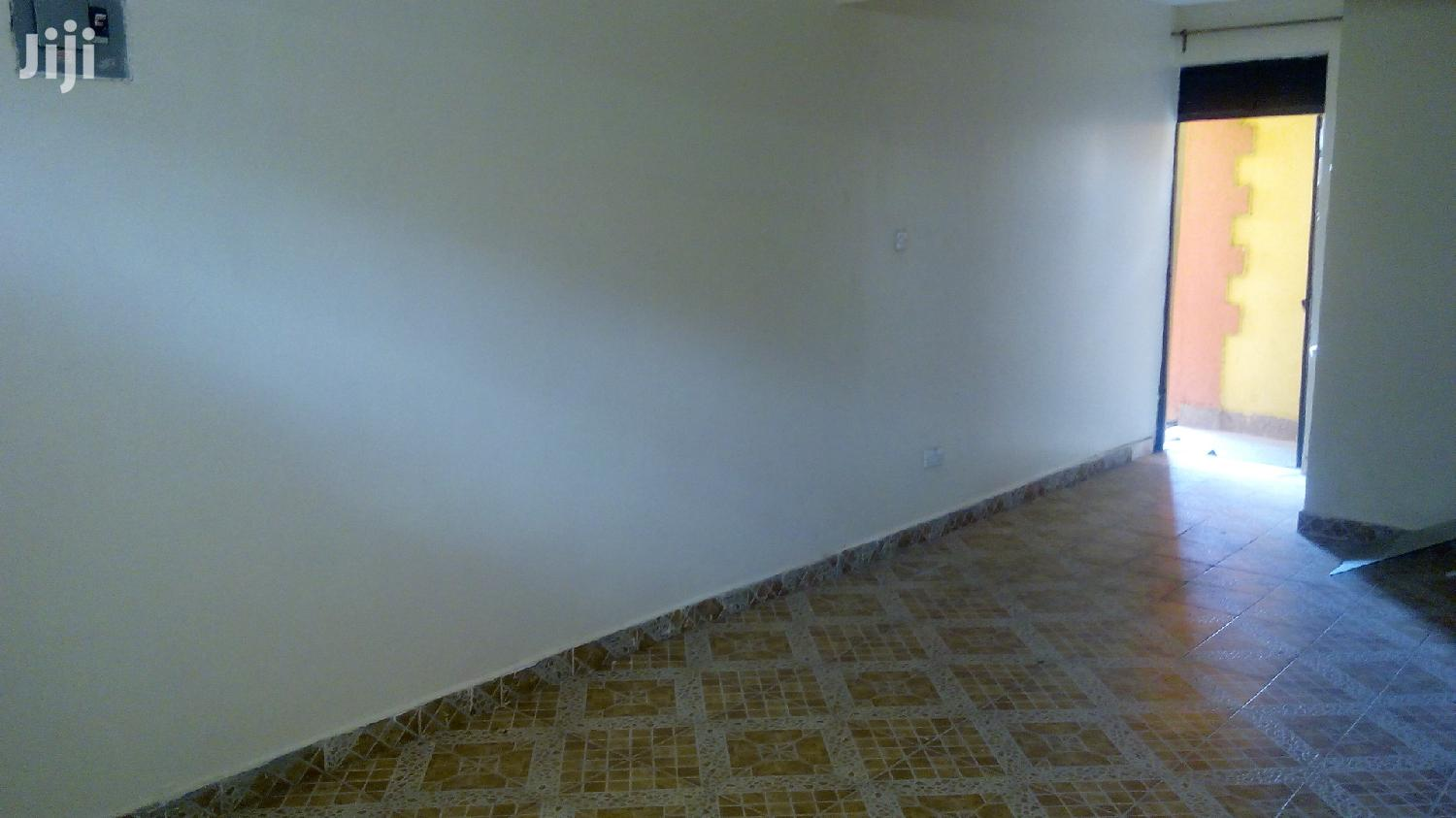 Archive: Spacious Bedsitter To Let