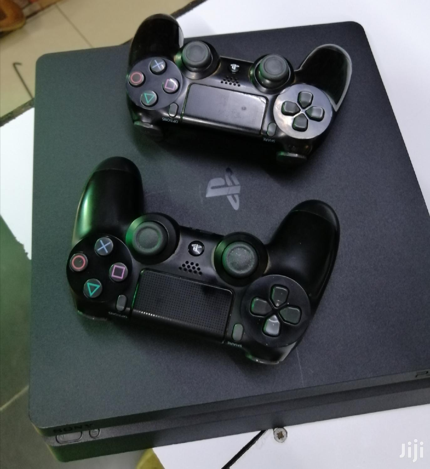 Slightly Used Ps4 Slim 500GB With Two Controllers