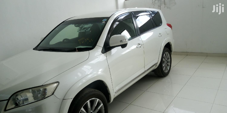 Toyota Vanguard 2012 White