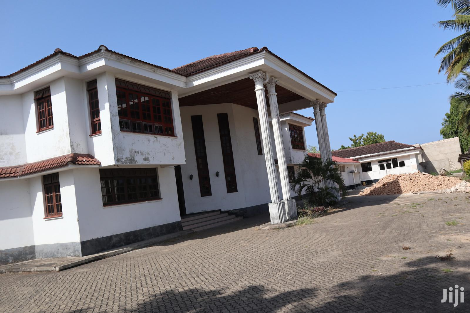 8 Br Mansion Own Compound Ideal For Show Room, Office-benford Homes