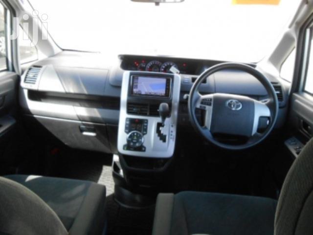 Archive: Toyota Voxy 2013 Silver