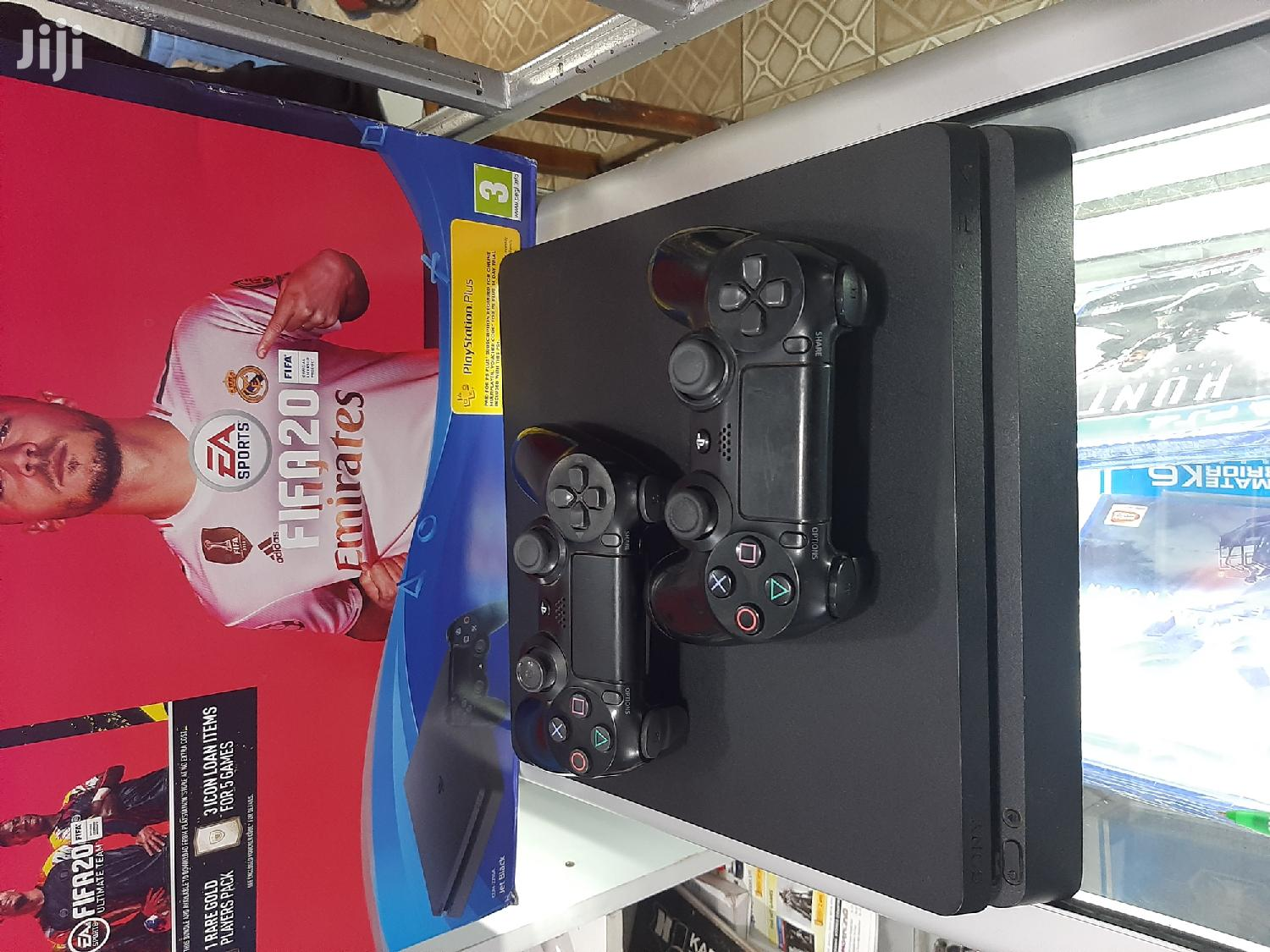 Ps4 Slim Console With 2 Pads
