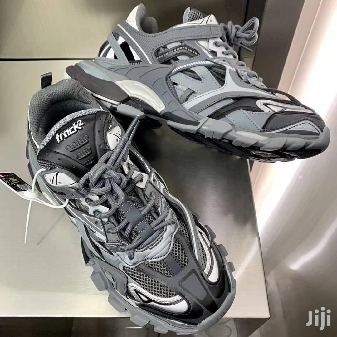 Balenciaga Leather Race Runner Sneakers in Black - Lyst
