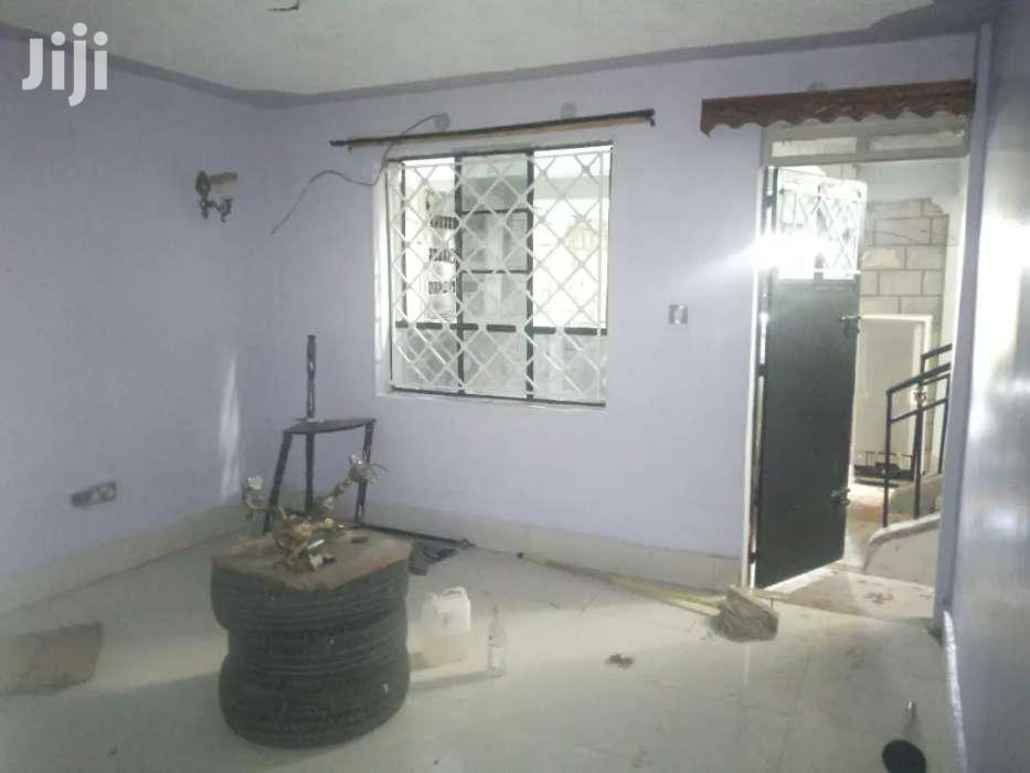 Archive: Donholm 2 Bedroomed Flat